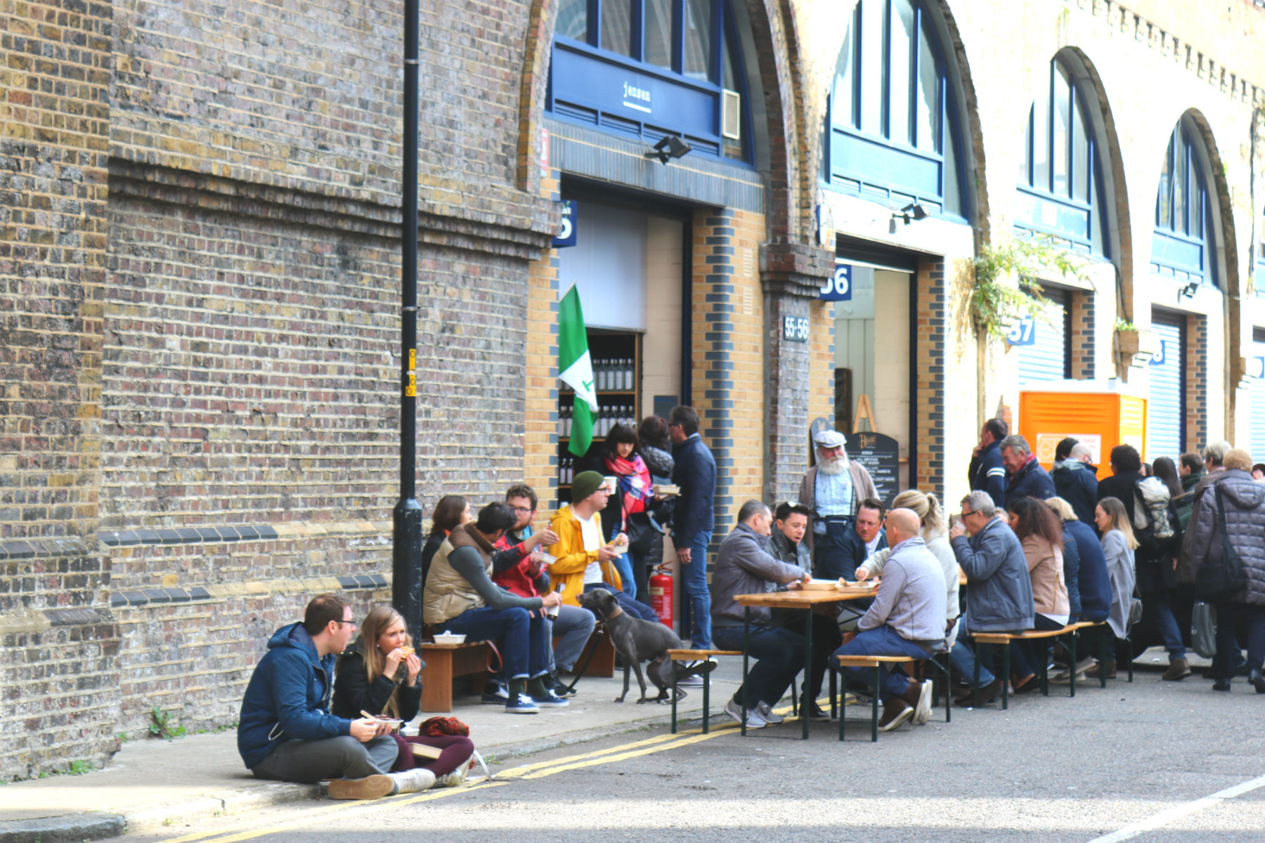 people-eating-maltby-street-market-2