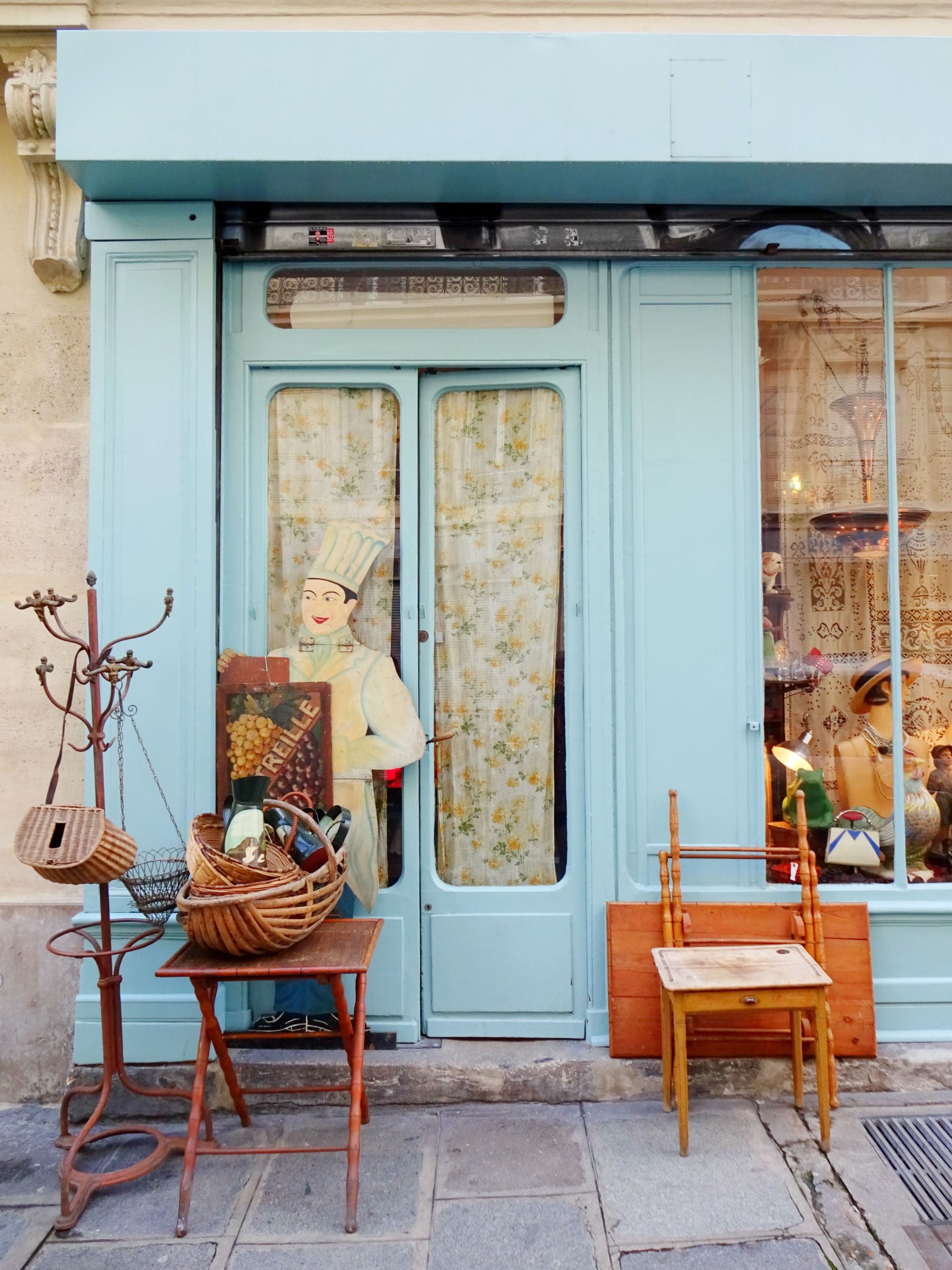 Blue shop in Montmartre