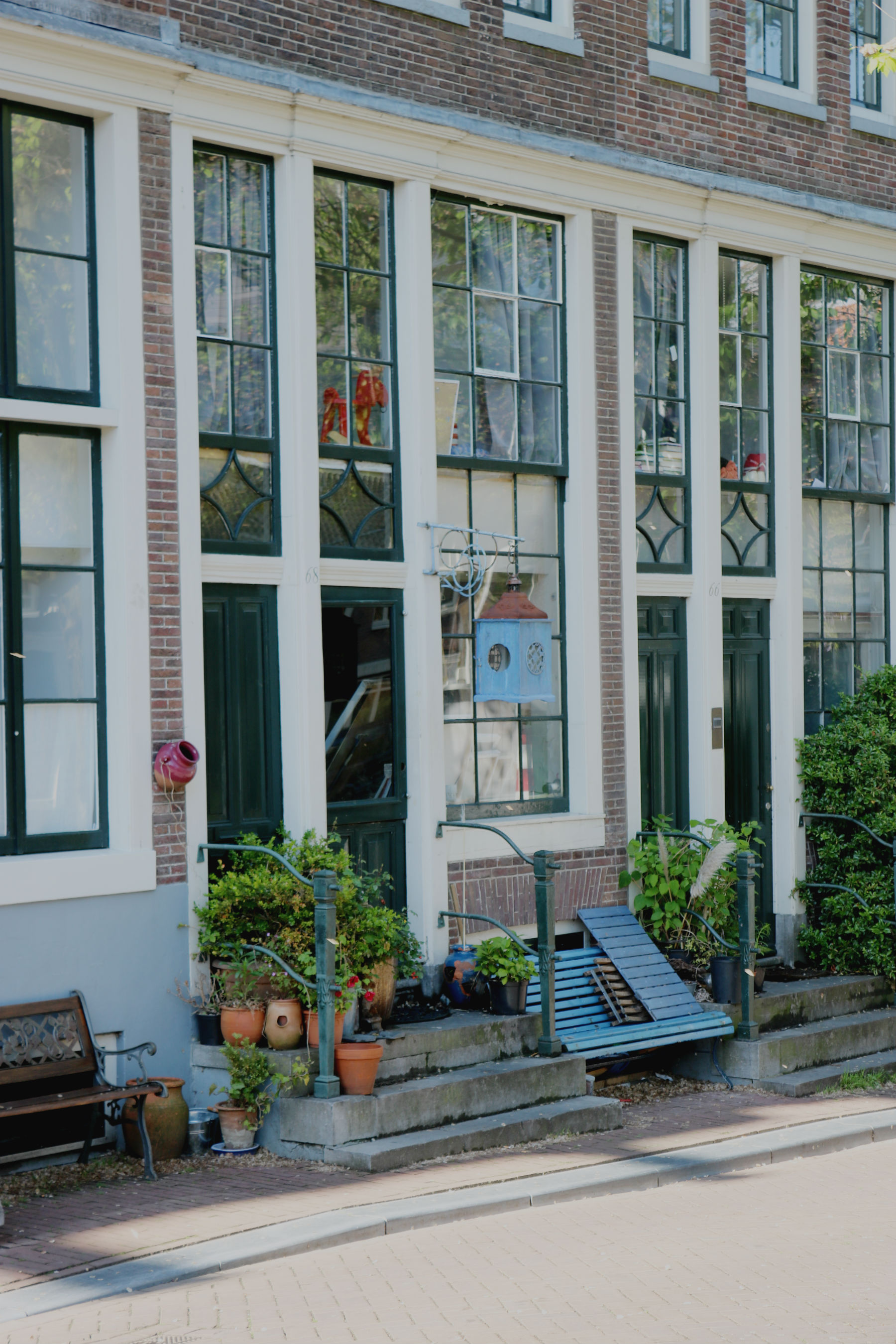 amsterdam house with blue bench outside